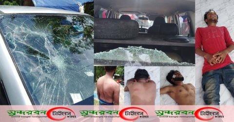 শ্যামনগরে বিএনপির ত্রান বহরে হামলা: গাড়ি ভাংচুর: আহত ১০