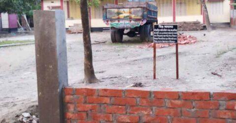 কেশবপুরে জমির বিরোধে সীমানা প্রাচীর নির্মাণ বন্ধ, হুমকির মুখে কোমলমতি শিশু শিক্ষার্থী