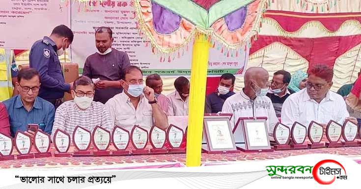 বঙ্গবন্ধু'র জন্মশত বার্ষিকীতে তালায় ৮ দলীয় ফুটবল টুর্ণামেণ্টের ফাইনাল খেলা অনুষ্ঠিত