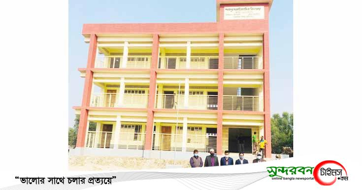 আশাশুনির খাজরায় নবনির্মিত বিদ্যালয় ভবন পরিদর্শন