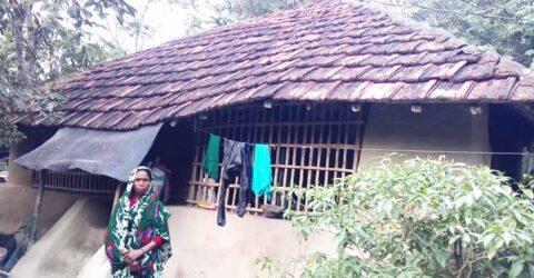 আশাশুনির রামদেবকাটির ভূমিহীন বিধবা পুস্পরানী সরকারি গৃহ পাওয়ার আকুতি