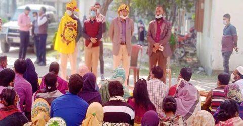 বেতন বৈষম্য নিরসনের দাবীতে তালায় স্বাস্থ্যকর্মীদের কর্ম বিরতী অব্যাহত