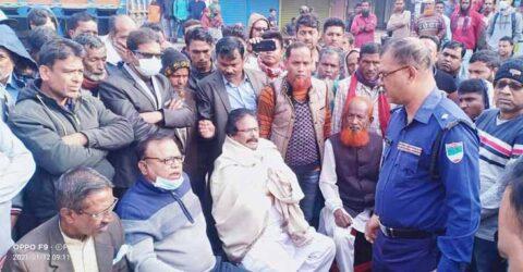 জেলা আ'লীগ নেতাকে গ্রেফতারের প্রতিবাদে কেশবপুরে সড়ক অবরোধ