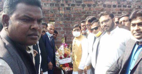 চুকনগর বধ্যভূমিতে শহীদদের স্মরণে এমপি মোজাম্মেল হকের পুষ্পমাল্য অর্পন