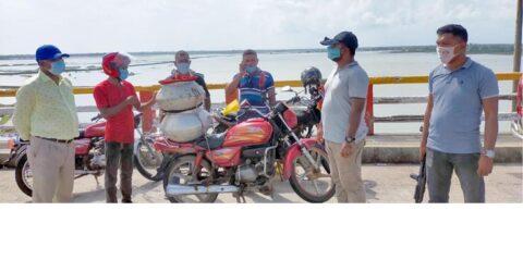 পাইকগাছায় ৩ চিংড়ী পোনা ব্যবসায়ীকে জরিমানা